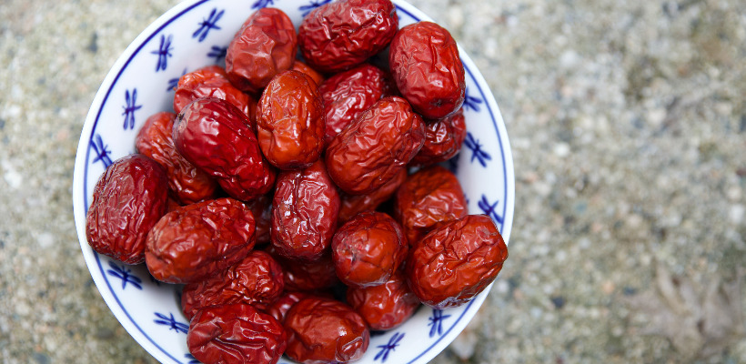 can a person with diabetes eat dates?